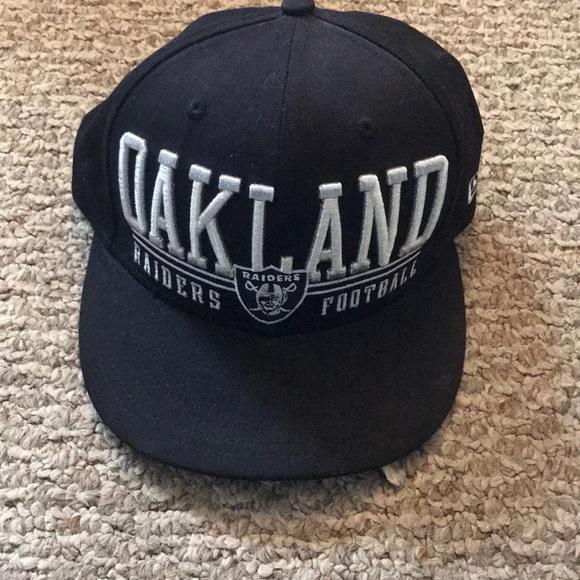 47589059 New Era Oakland Raiders SnapBack. Like new.